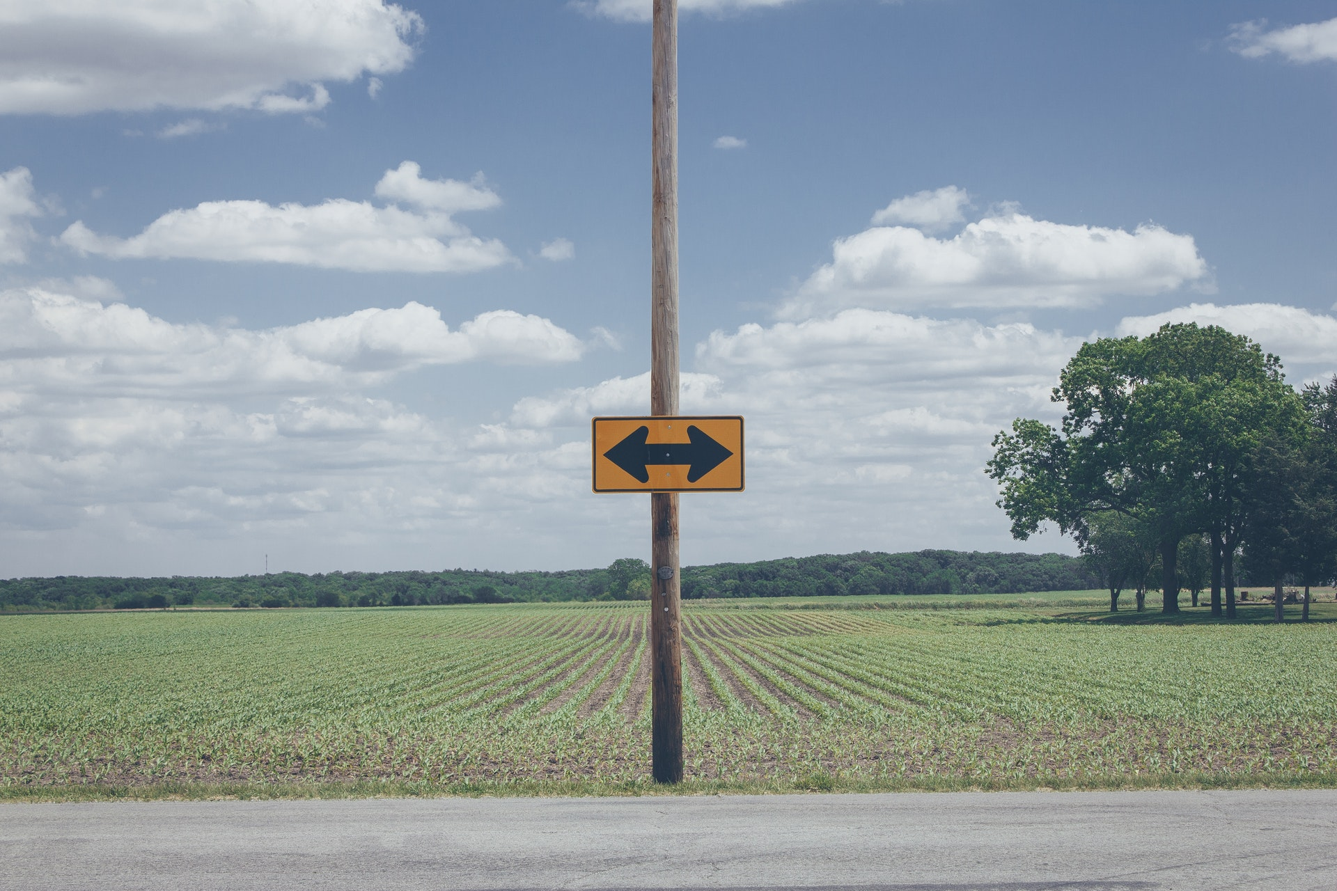 Sign pointing in two directions